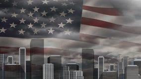 Animación de Digitaces de la bandera americana que se sacude detrás del horizonte de la ciudad metrajes