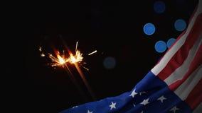 Animación de Digitaces de la bandera americana y de bengalas en la noche