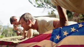 Animación de Digitaces de los soldados militares que ejercitan durante el entrenamiento militar almacen de metraje de vídeo