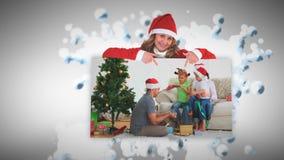 Animación de la Feliz Navidad sobre las familias que abren presentes metrajes