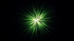 Animación del túnel que brilla intensamente con las rayas de vuelo rápido de la luz verde en un fondo negro Fondo abstracto del m stock de ilustración