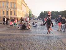Animacja postać z kreskówki Animacja kreskówki w centrum St Petersburg Pałac kwadrat Lato 2017 Zdjęcia Royalty Free
