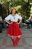 Animador hermoso de la actriz de la muchacha en el traje ucraniano nacional Imágenes de archivo libres de regalías