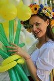 Animador hermoso de la actriz de la muchacha en el traje ucraniano nacional Imagenes de archivo
