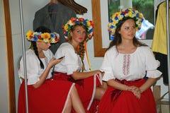 Animador hermoso de la actriz de las muchachas en el traje ucraniano nacional Fotografía de archivo libre de regalías