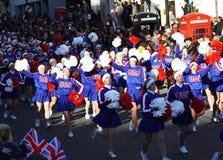 Animadoras americanas en el desfile de Londres. Imagenes de archivo