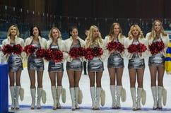 Animadoras de las muchachas de los zorros rojos del equipo para el partido Ucrania contra Rumania Fotos de archivo libres de regalías
