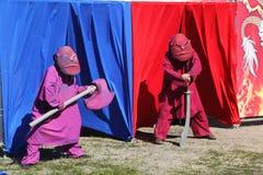 Animadores dos atores dos meninos do dia nos trajes das heroína de filmes japoneses da animação Imagens de Stock
