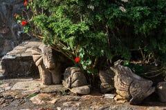 Animais de pedra no jardim Fotos de Stock