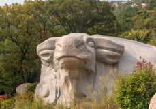 Animal cinzelado nas rochas em Laoshan perto de Qingdao fotos de stock