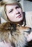 Animal de estimação da mulher e do cão Fotos de Stock Royalty Free