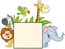 Animales de la selva detrás de una muestra en blanco con las hojas Imagen de archivo libre de regalías