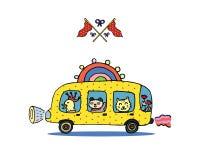 Animales divertidos en un autobús escolar del arco iris y banderas cruzadas Imágenes de archivo libres de regalías