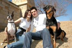 Animales domésticos y propietarios Imágenes de archivo libres de regalías