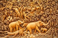 Animales tailandeses tallados imagenes de archivo