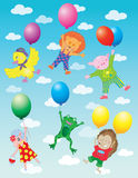 Animali divertenti che volano sui palloni in nuvole Immagini Stock Libere da Diritti