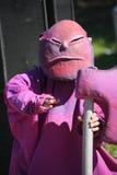 Animateurs d'acteurs de garçon du jour dans les costumes des héroïnes des films japonais d'animation Photos libres de droits