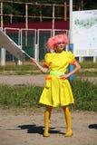 Animateurs d'actrices de filles du jour dans les costumes des héroïnes des films japonais d'animation Photos stock