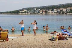 Animateurs sur la plage de la Croatie Images libres de droits