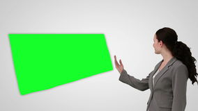 Animatie die van glimlachende onderneemster het groen scherm voorstellen stock video