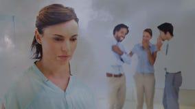 Animation de Digital des équipiers bulling la femme dans le bureau banque de vidéos