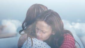 Animation de Digital de femme embrassant sa fille banque de vidéos