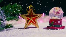 Animation de Noël de globe et d'étoile de neige avec la neige banque de vidéos