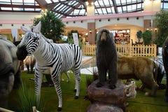 Animaux, le zoo avec des peluches en tournée en Italie Images stock