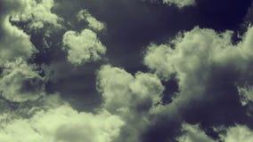 Animazione del volo attraverso le nuvole tempestose illustrazione di stock