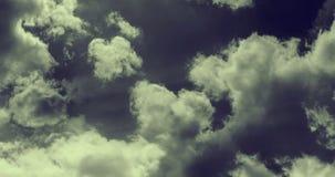 Animazione del volo attraverso le nuvole tempestose illustrazione vettoriale