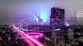 Animazione di tecnologia digitale di esame dell'ologramma della città moderna nel concetto della rete internet di telecomunicazio royalty illustrazione gratis