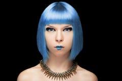 Anime dziewczyna z błękitnym włosy na czarnym tle Obrazy Stock