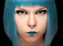 Anime dziewczyna z błękitnym włosy na czarnym tle Obrazy Royalty Free