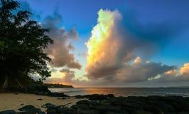 Anini strand på skymning royaltyfri fotografi