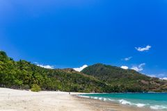 Aninuanstrand, Puerto Galera, Oosterse Mindoro in de Filippijnen, wit zand, kokospalmen en turkooise wateren, landschapsmening royalty-vrije stock fotografie