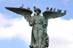 Anioł Nawadnia fontannę Fotografia Royalty Free