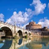 Anioła kasztel z mostem w Rzym, Włochy fotografia royalty free