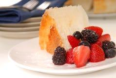 anioła torta karmowy świeżej owoc plasterek Obrazy Stock