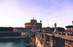 Aniołowie Roszują w Rzym, nastrojowy wieczór światło obrazy stock