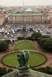 Aniołowie wskazują pałac kwadrat fotografia royalty free