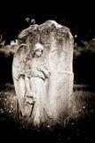 Anioł na pustym headstone Fotografia Royalty Free