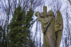 Anioł statua w cmentarzu Fotografia Stock