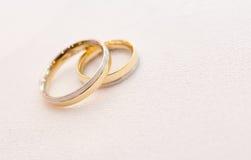 Anéis de casamento bonitos Imagens de Stock Royalty Free