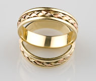 Anéis de casamento do ouro Imagens de Stock Royalty Free