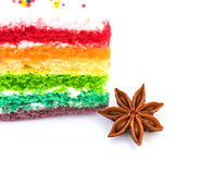 Anis de estrela com o bolo do arco-íris isolado no fundo branco Imagem de Stock Royalty Free