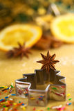 Anis de estrela no cortador do bolinho da árvore de Natal Imagem de Stock