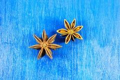 Anis de estrela no fundo de madeira Imagens de Stock Royalty Free