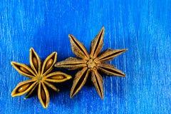 Anis de estrela no fundo de madeira Imagem de Stock