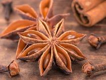 Anis de estrela no fundo de madeira Fotografia de Stock Royalty Free