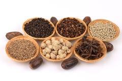 Anis de estrela, Siam Cardamom, o melhor cardamomo, cardamomo aglomerado, semente da cânfora, Sementes de cominhos, pimenta branc foto de stock
